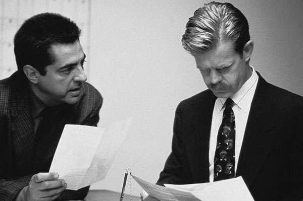 Joe Mantegna und William H. Macy in «Homicide»